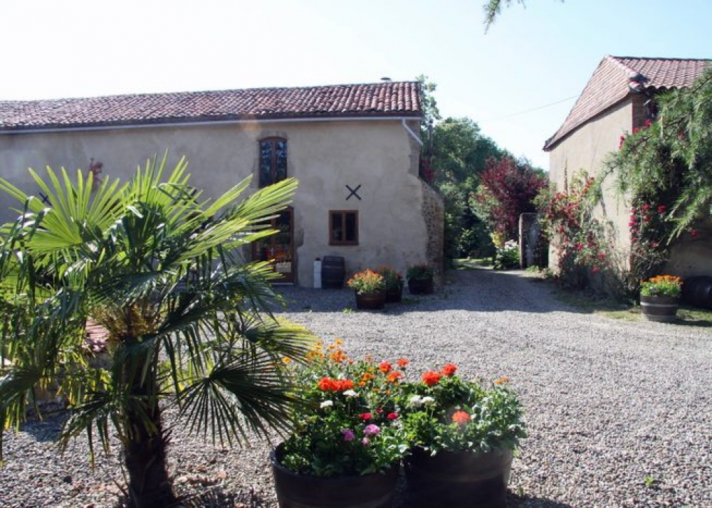 Le Chai - Self Catering Gite in the Heart of the Madiran Wine Growing Region, South West France