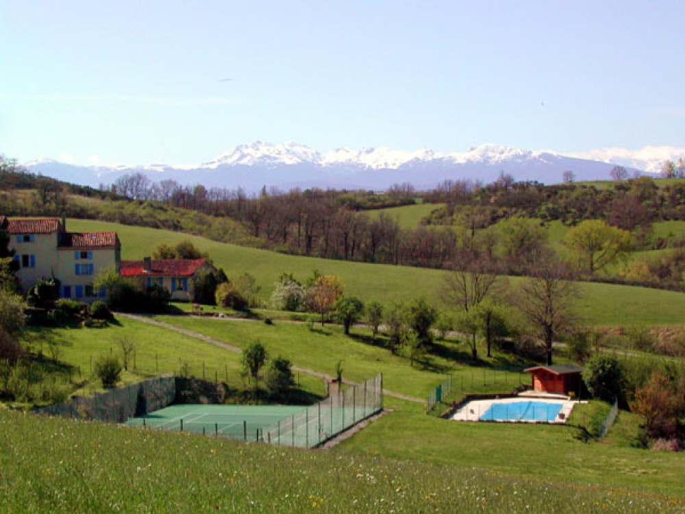 Cheval Senior - Beautiful Gite with Swimming Pool and Stunning Views in Ariege