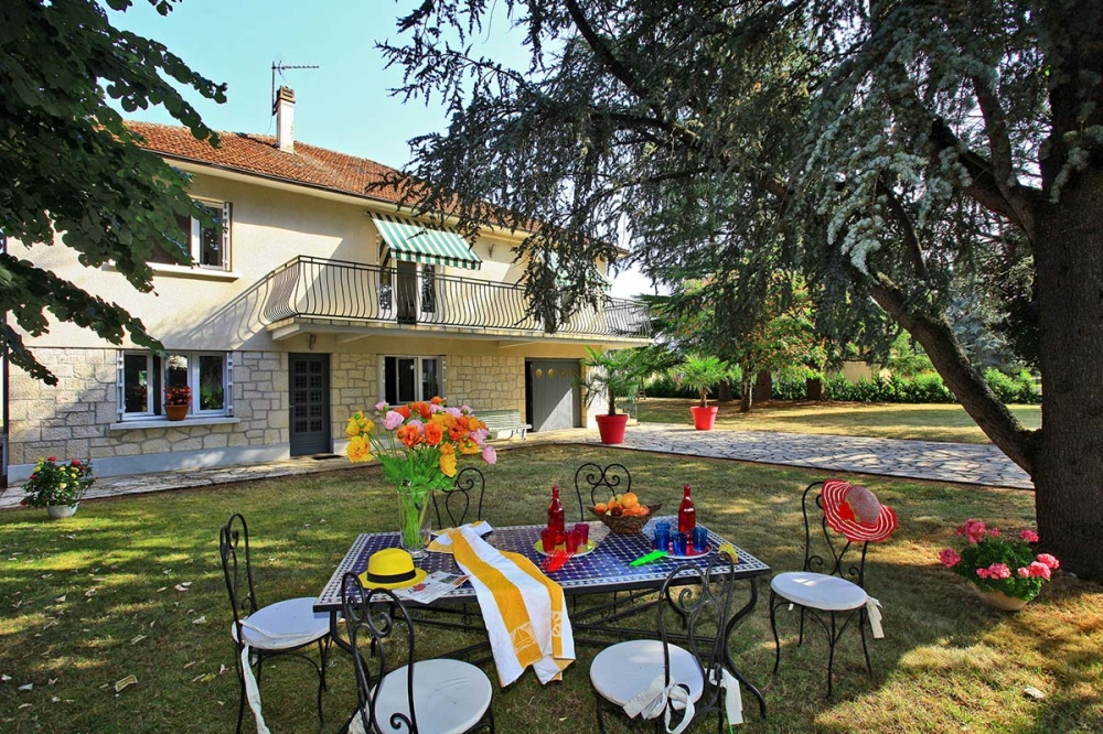 Gite Le Chateau d'o - Gite with Swimming Pool located in Bétaille, The Lot department