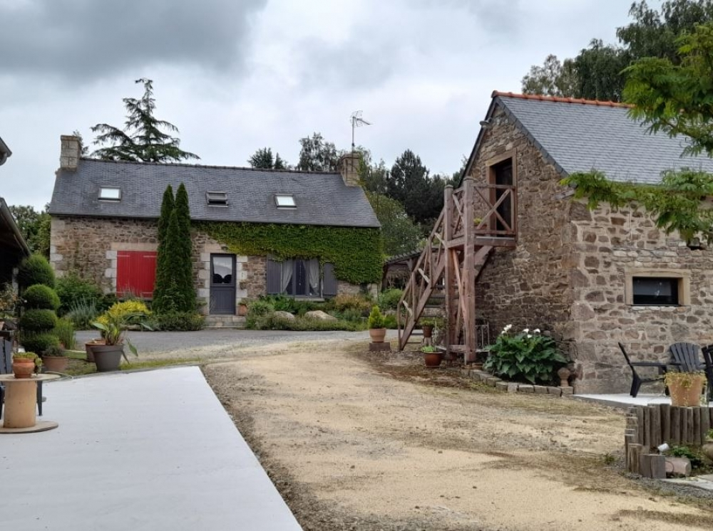 Bed and Breakfast with Stunning Views in Cotes-d`Armor, Plestan - Aux Greniers a Reves