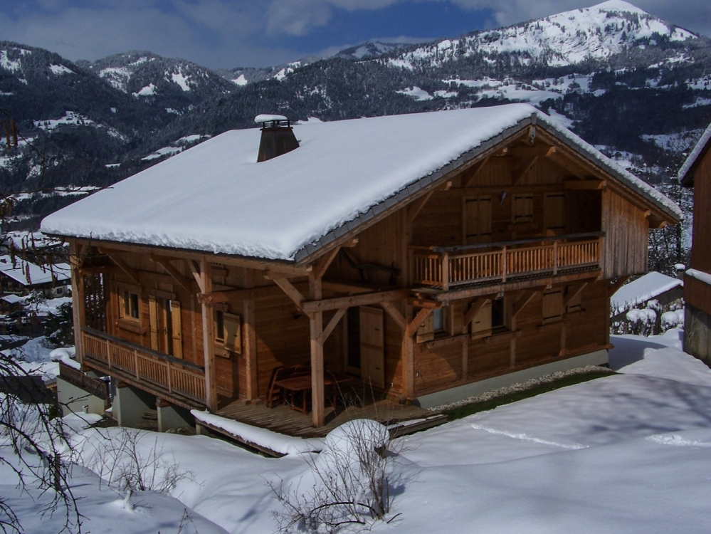 Self Catering Holiday Chalet with Stunning Views on 2 Floors - Chalet Perla de Na