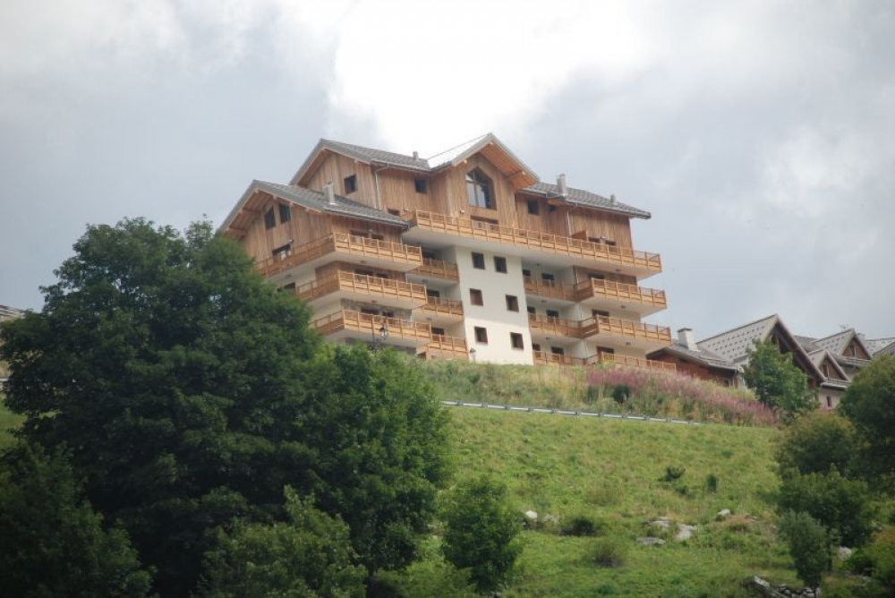 Ski Apartment in Valmeinier, Mountain Views, 2 Minutes from the Pistes