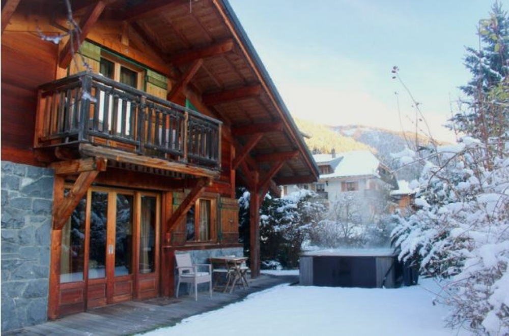 Chalet Ele, Stunning 4 Bedroom Chalet in Centre of Morzine - CATERED OR SELF CATERED