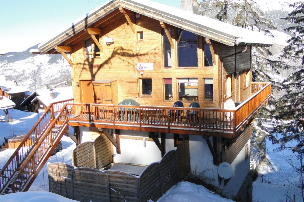 Beautiful Chalet with Stunning Views in La Tania, the famous Three Valleys