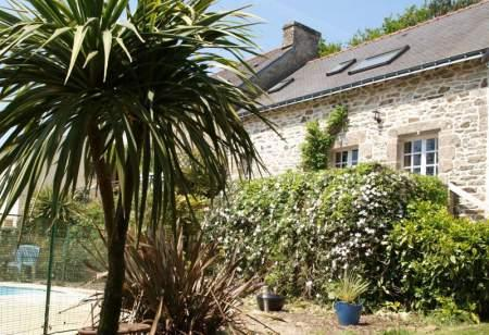 Wonderful Brittany holiday cottage with heated swimming pool and gym
