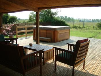 Loire Valley Holiday Accommodation with large hot tub, in a great cycling area.