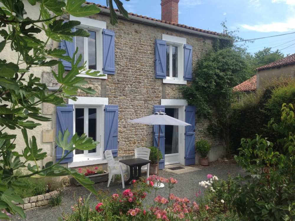 Character Holiday Cottage with Heated Pool to Rent in Vendee - Jasmine Cottage