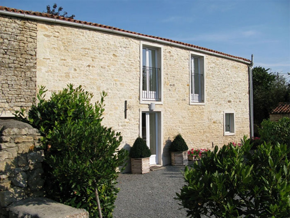 Character barn, self catering with heated pool for rental in Vendee ~ La Grange