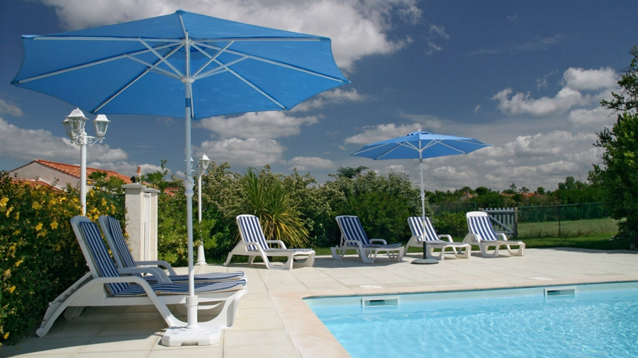 Spacious Self Catering Farmhouse with shared heated pool in Vendee ~ Les Moissons