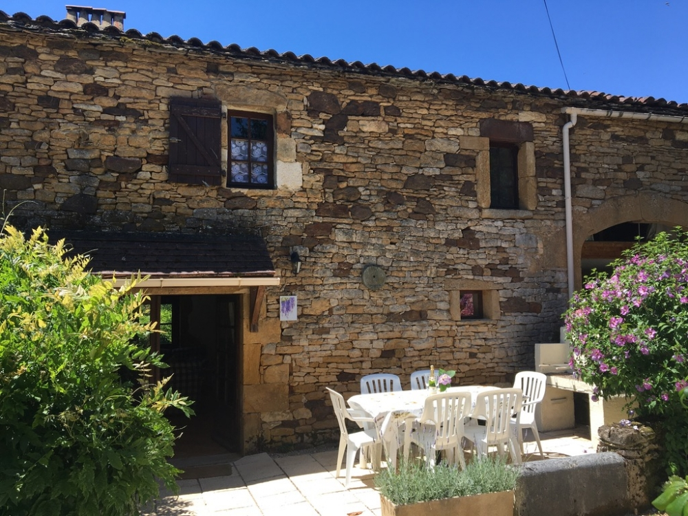 Wisteria 4*, Self-Catering 3 Bedroom Holiday Cottage with Shared Pool, Pet Friendly in Lot, France.