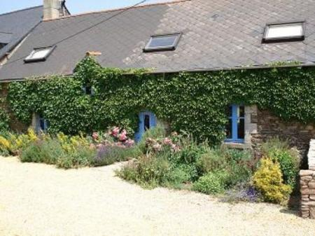 Canal-side holiday gite to rent in Morbihan, Brittany ~ Le Val