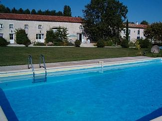 Holiday cottage to rent in Charente-Maritime, Poitou Charantes ~ Cerisier Holiday Cottage
