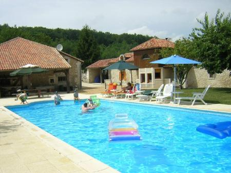 Self catering gite accommodation with Floodlit pool near Montagrier, Dordogne